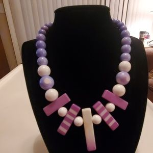 Purple and white graduated size necklace